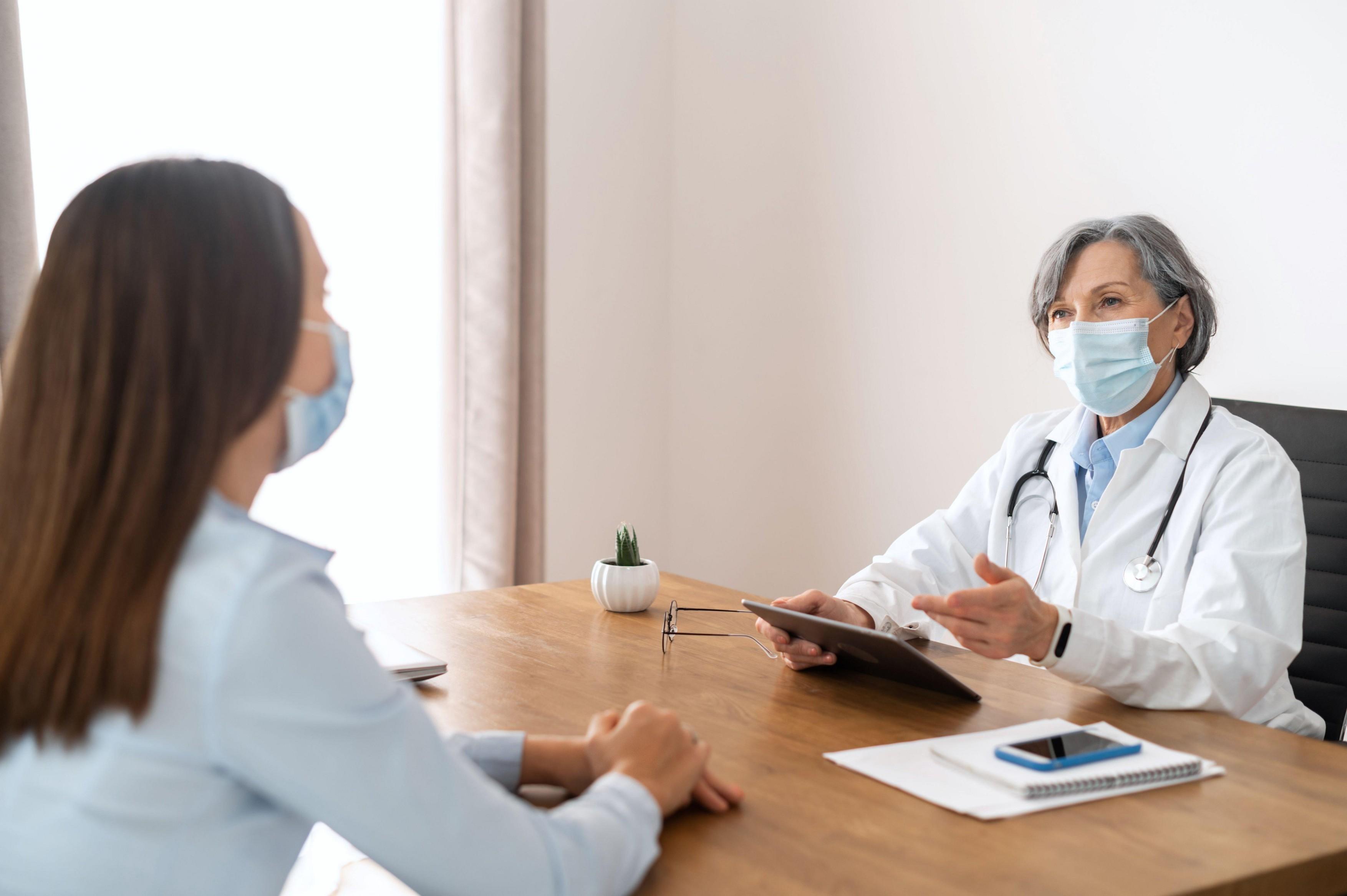 Zdravnik, pregled, pogovor
